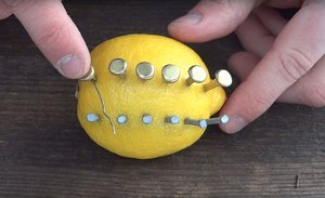 how-to-make-fire-with-lemon-north-survival-5