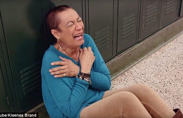 """המורה למוסיקה שניצחה את הסרטן, הוזמנה לפגישה בביה""""ס, אך מה שקרה אז, ימיס את ליבכם"""