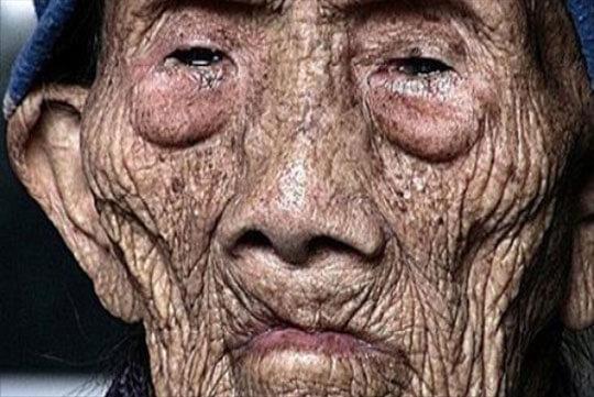 אדם בגיל 256 שובר שתיקה לפני מותו וחושף את סודותיו לעולם