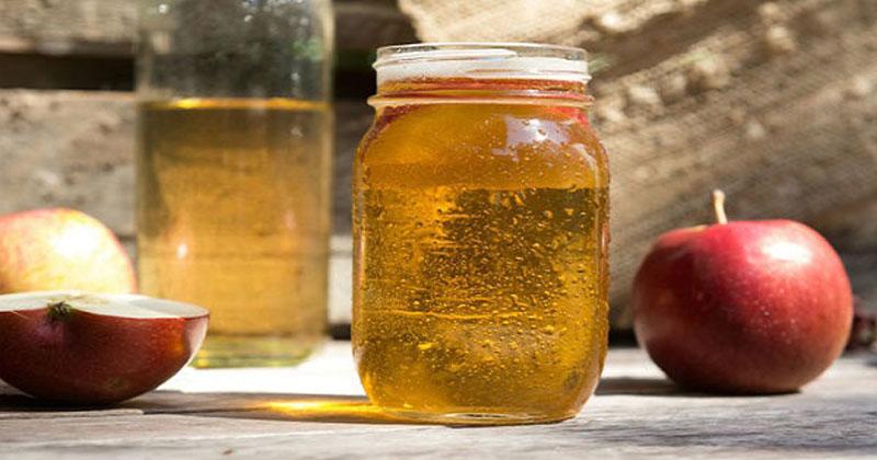 האם חומץ תפוחים באמת יכול להועיל? ניסינו 8 שימושים של יופי וזה מה שגילינו