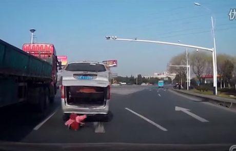 ילד בן שנתיים נפל מרכב בזמן נסיעה