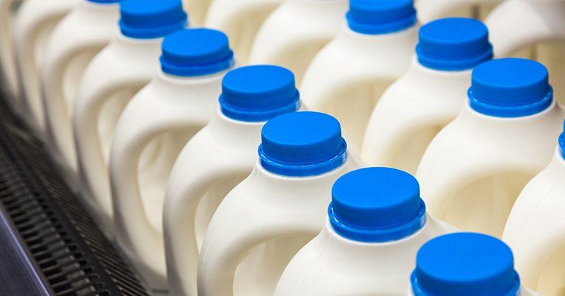 חלב דל שומן מכיל 20 מרכיבים רעילים ועל פי מדעני הרווארד אסור לכם לשתות אותו!