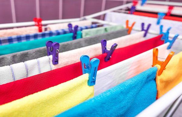 אחרי שתקראו את הכתבה הזו, אתם לעולם לא תייבשו את הכביסה בתוך הבית