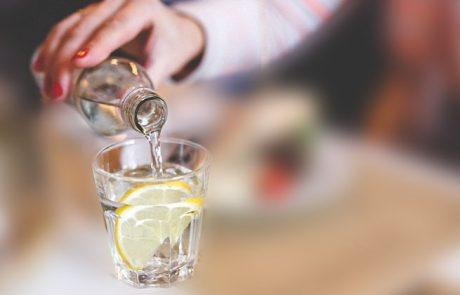 שתיית כוס מים 30 דקות לפני כל ארוחה, למה זה כל כך מועיל?