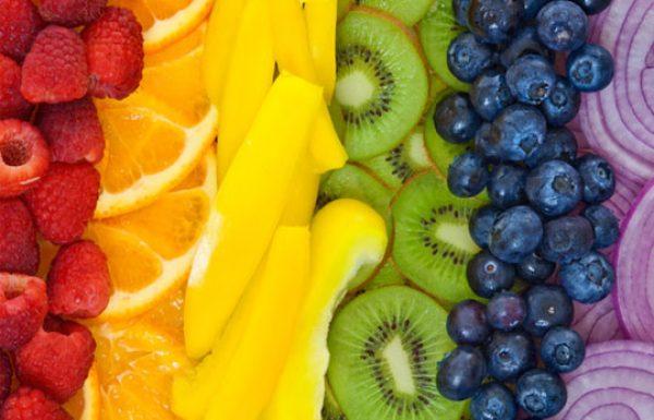 הסיבות לכך שעליכם לאכול קשת צבעונית של פירות וירקות