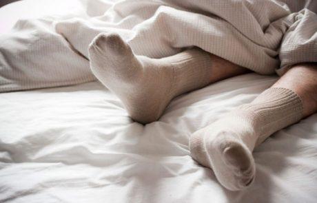 מה קורה לנו כשאנחנו ישנים עם גרביים